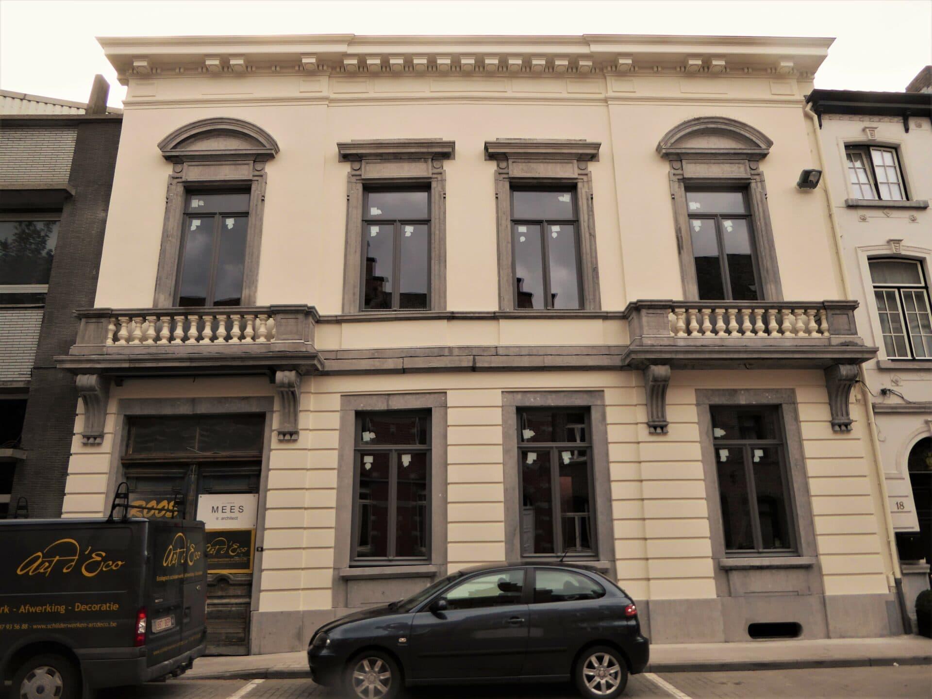 Neoclassicistische gevel in Oudenaarde (na)